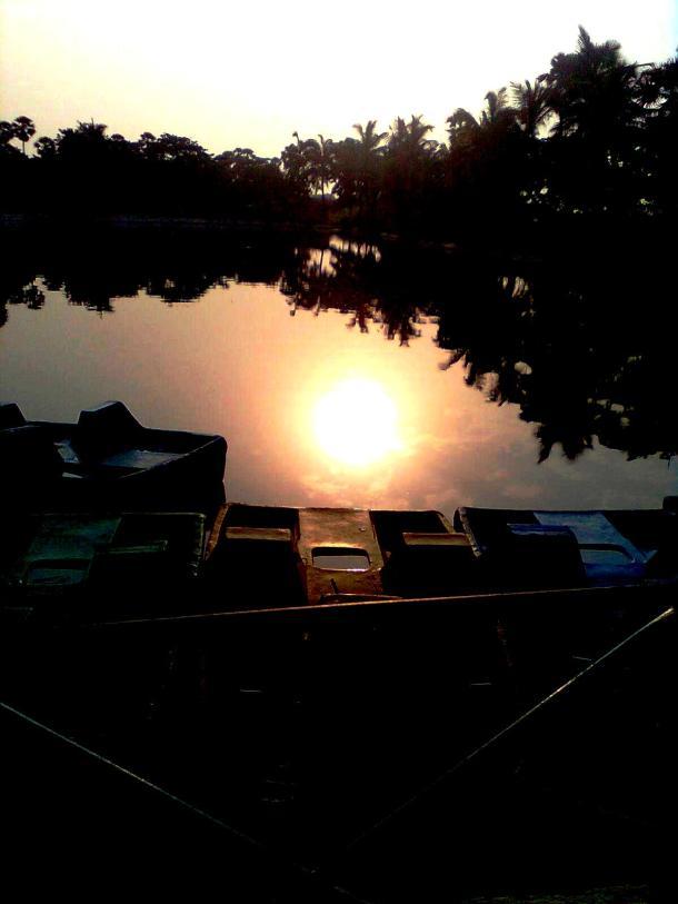 Sun inside the lake